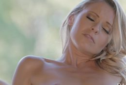 Babes – Shout for More, Karlie and Lena