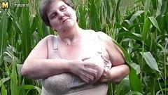 Big fat mama do this in a cornfield