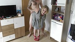 Blondes Mädchen nach dem shoppen hart gefickt!!!