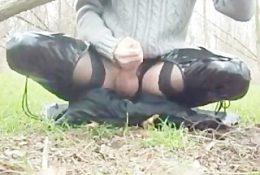 bonne branle et ejaculation dans les bois