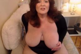 Busty milf gets cream from her mature pussy