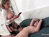Cheating british mature lady sonia displays her oversized na