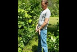 Hot guy peeing outdoors!