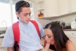 Milf seduces teen and tossing salad Borrowing Milk From