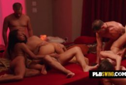 Swinger couples enter reality show hosted by a sexologist to play and explore sexual experiences.