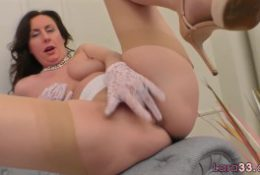 Trimmed bigtits MILF fingering her tight cunt