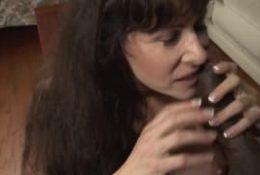 Alexandra Silk avec une énorme bite noire