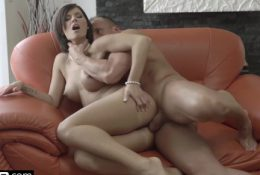 Glamkore – Jenifer Jane sensual striptease & anal pounding