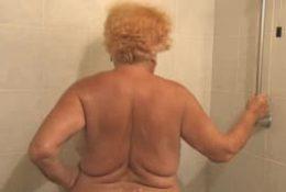Hermine prend un bain bien chaud
