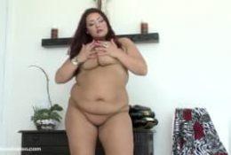 Kandi Kobain une énorme femme rousse pour du porn !
