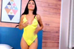Latina Brunette Widly Play Her Honeycomb On Cam
