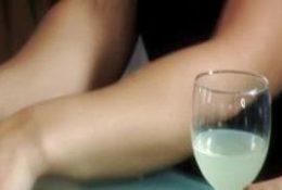 Lea Lexis teste le porno avec deux hommes