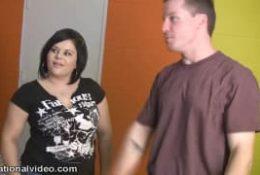 Nikki Lane voit un ami qu'elle ne voit plus depuis un bail