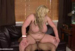 Skye Sinn est grosse mais est très sexy