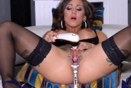 Wacky czech girl gapes her soft honey pot to the spec48BAu