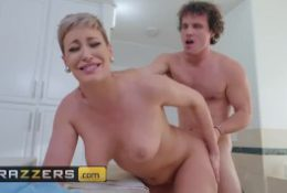 Brazzers – Hot stepmom Ryan Keely gets pounded in the bathroom