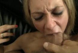 Rocco démonte l'anus d'une petite cochonne