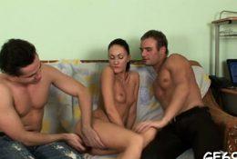 Attractive girlfriend enjoys deep cuchy bang