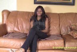 Lora une jolie black pour une fellation