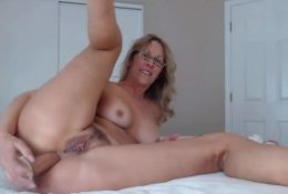 Awesome MILF with pierced pussy fucks ass