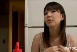 Jolie asiatique va traiter la dick de son boss