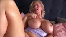 Cant resist my sexy stepmom
