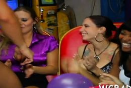 Gripping jock engulfing party