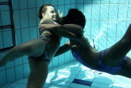 Silvie and Zhanetta underwater naked babes