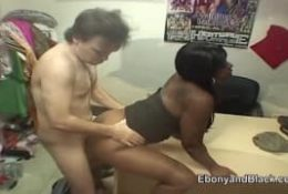 Ebony gourmandes pour une queue à lécher !