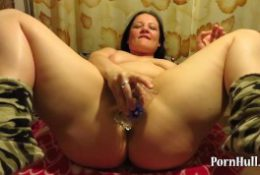 mature milf, fuck himself a glass and makes fisting