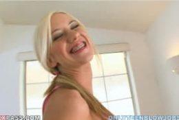 Une sublime pipe par la belle Kaylee Hilton