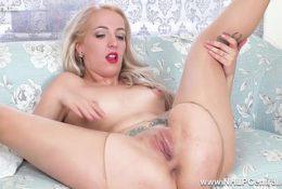 Sexy spanish sexpot rips open pantyhose fingers fucks pussy