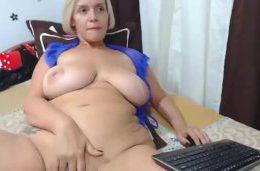 Blonde huge boobs mom webcam masturbating solo