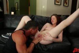 Jessica Madison se tape un homme musclé !