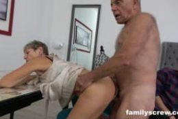 Une baise en famille avec papy et mamie
