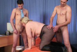 Very old blonde granny double penetration