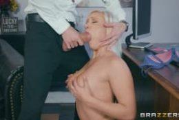 Kelly Page se tape son patron pour Brazzers